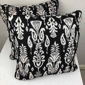 Pair of Sunbrella pillows in blk/cream print